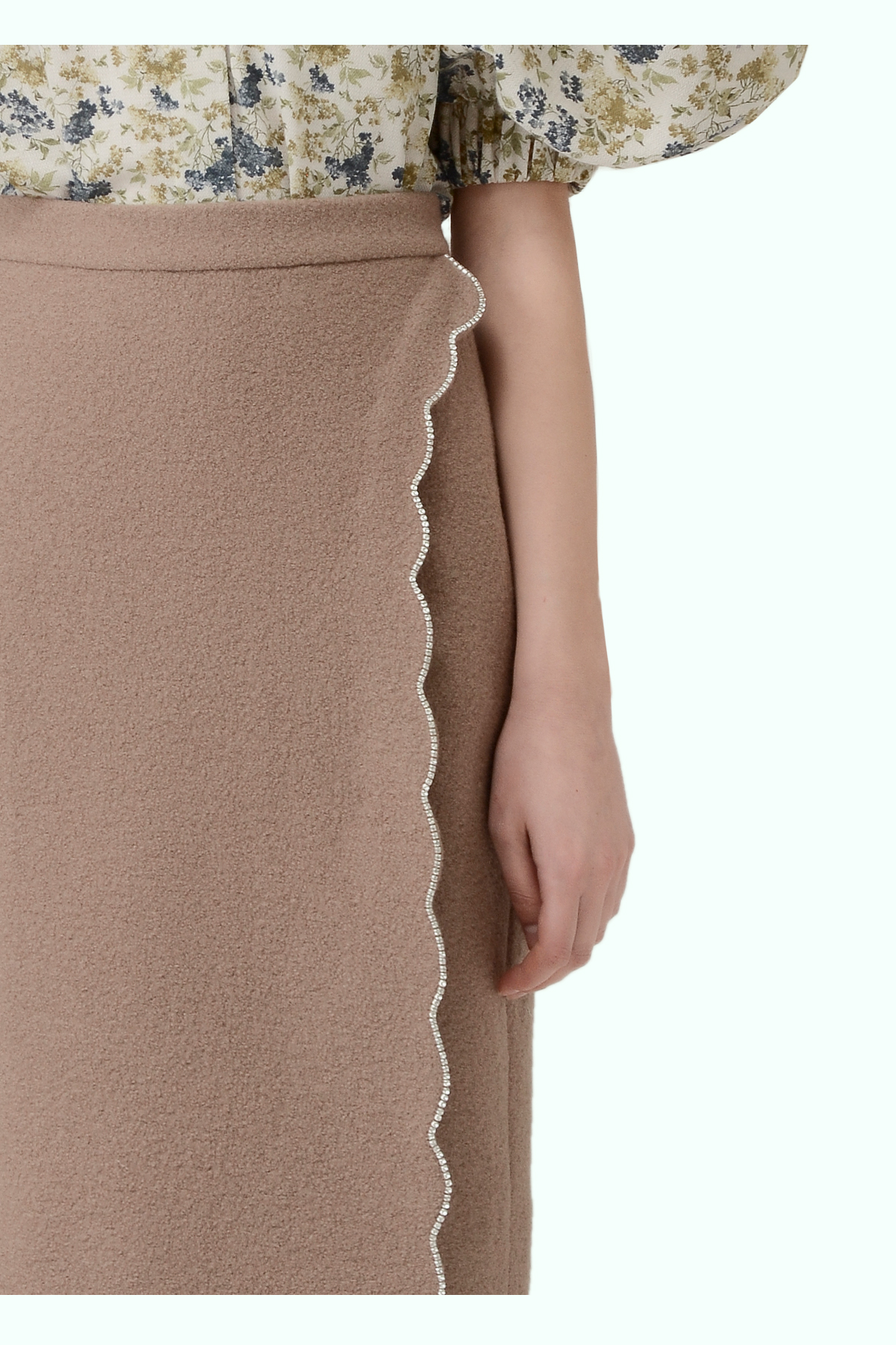 Beige wool high-waist pencil skirt with embrodiered crystals 2