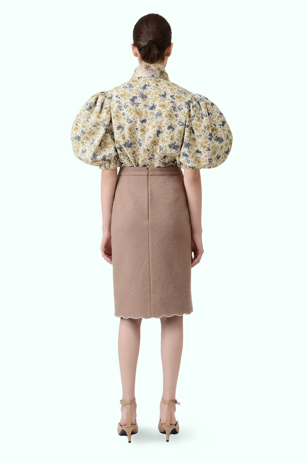Beige wool high-waist pencil skirt with embrodiered crystals 4