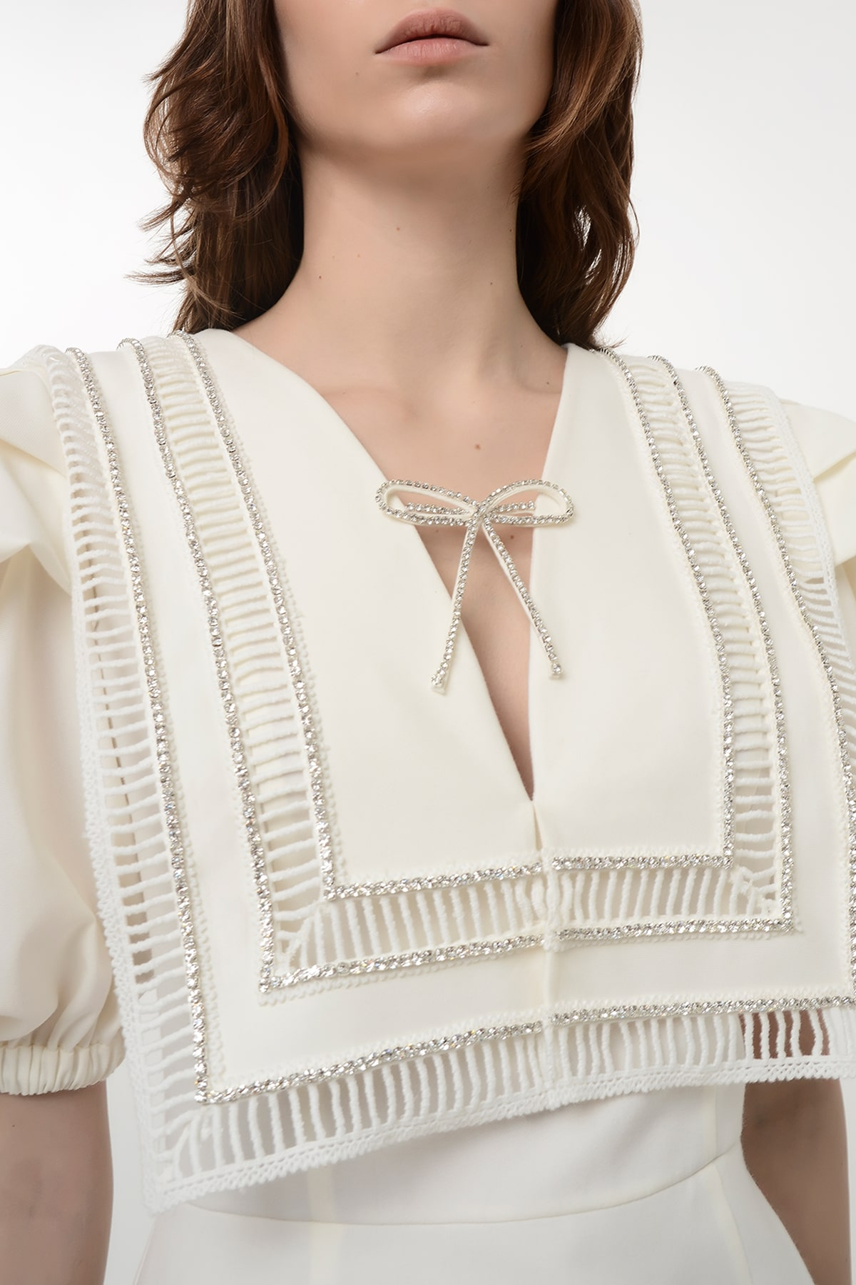 Puff sleeve dress with embroidered collar 3