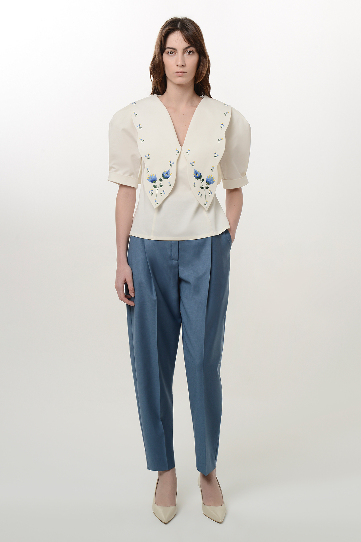 White blouse with embroidery collar