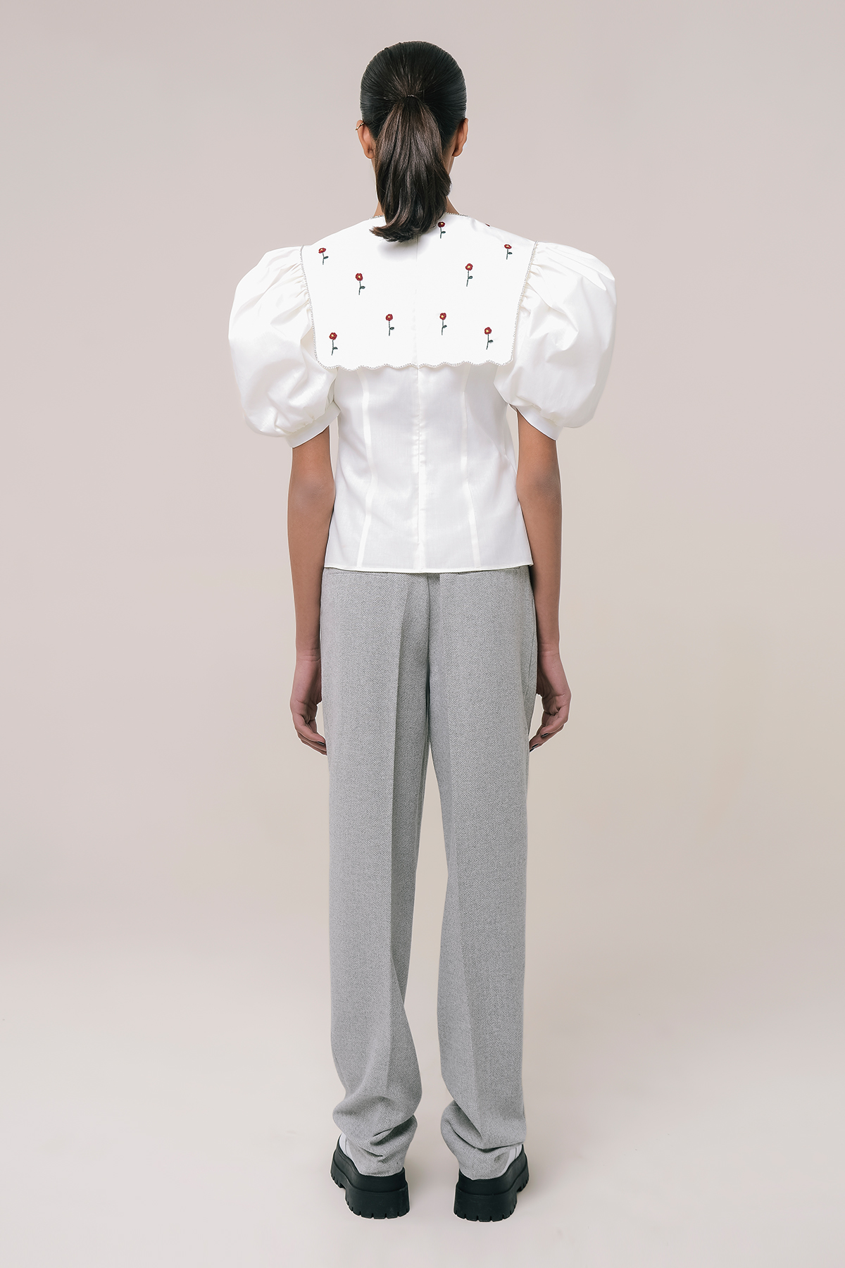 Puff sleeve blouse with embroidery collar 2