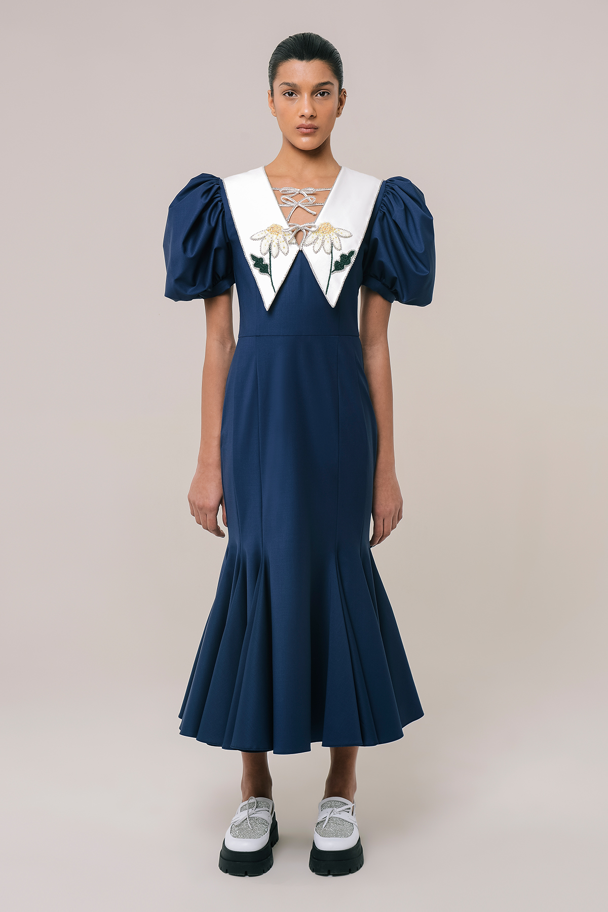 Wool dress with embroidered collar