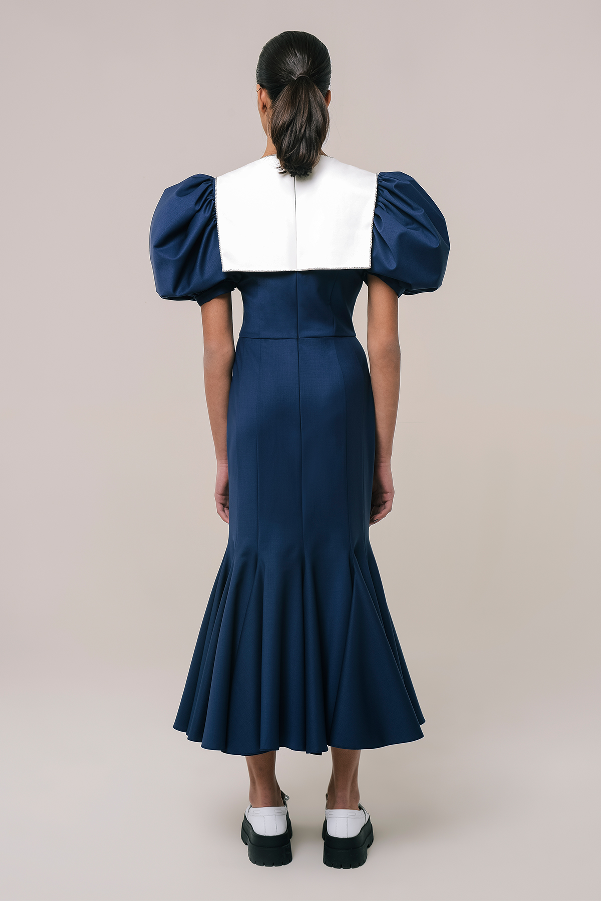Wool dress with embroidered collar 2